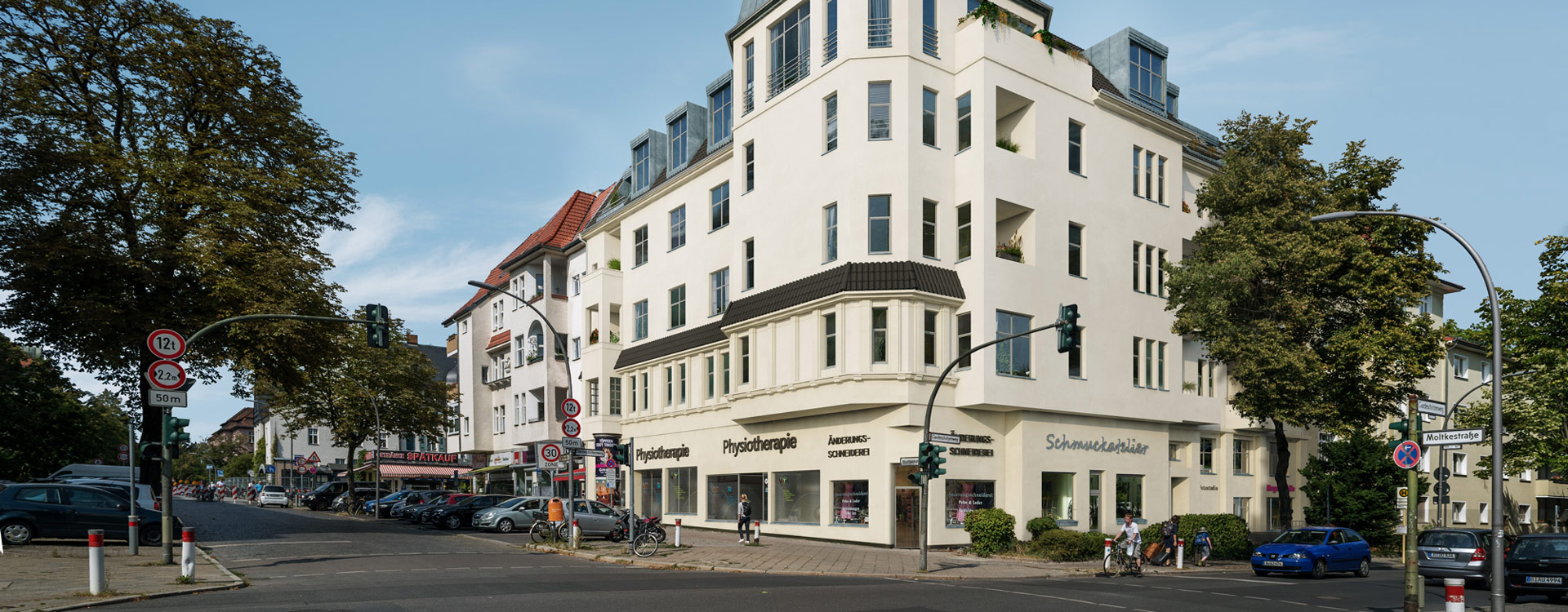Neue Garde: Corner Building in Berlin Lichterfelde